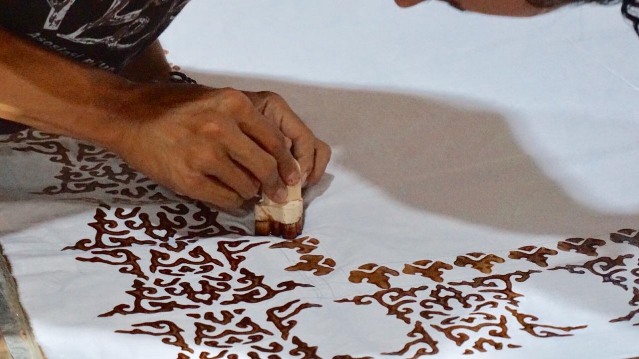 Produksi Kain Batik Motif Sulawesi dan Motif Klasik Jogja oleh Moro by Astoetik